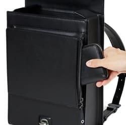 土屋鞄の大人ランドセルのポケットは横から入れる